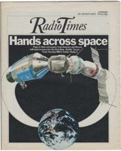 RT 2696 - 10 July 1975 (12-18 Jul) (London) APOLLO / SOYUZ with cover illustration: meeting up in space